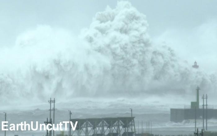 Biggest Crashing Waves Ever Filmed